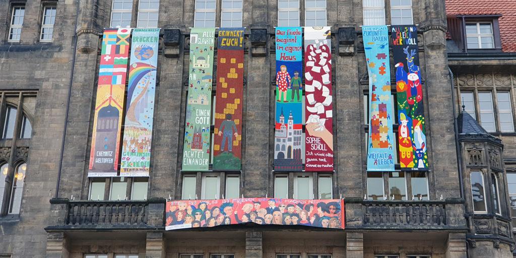 Chemnitzer Schülerinnen und Schüler gestalteten die Friedensbanner